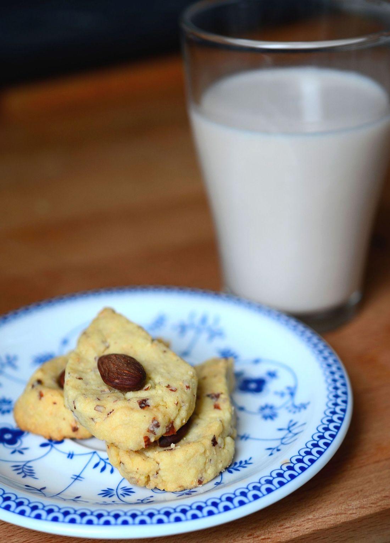 galletitas y leche de almendra