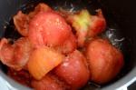 cociendo tomates salsa