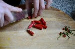 cortando chilis