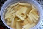 remojando papas fritas